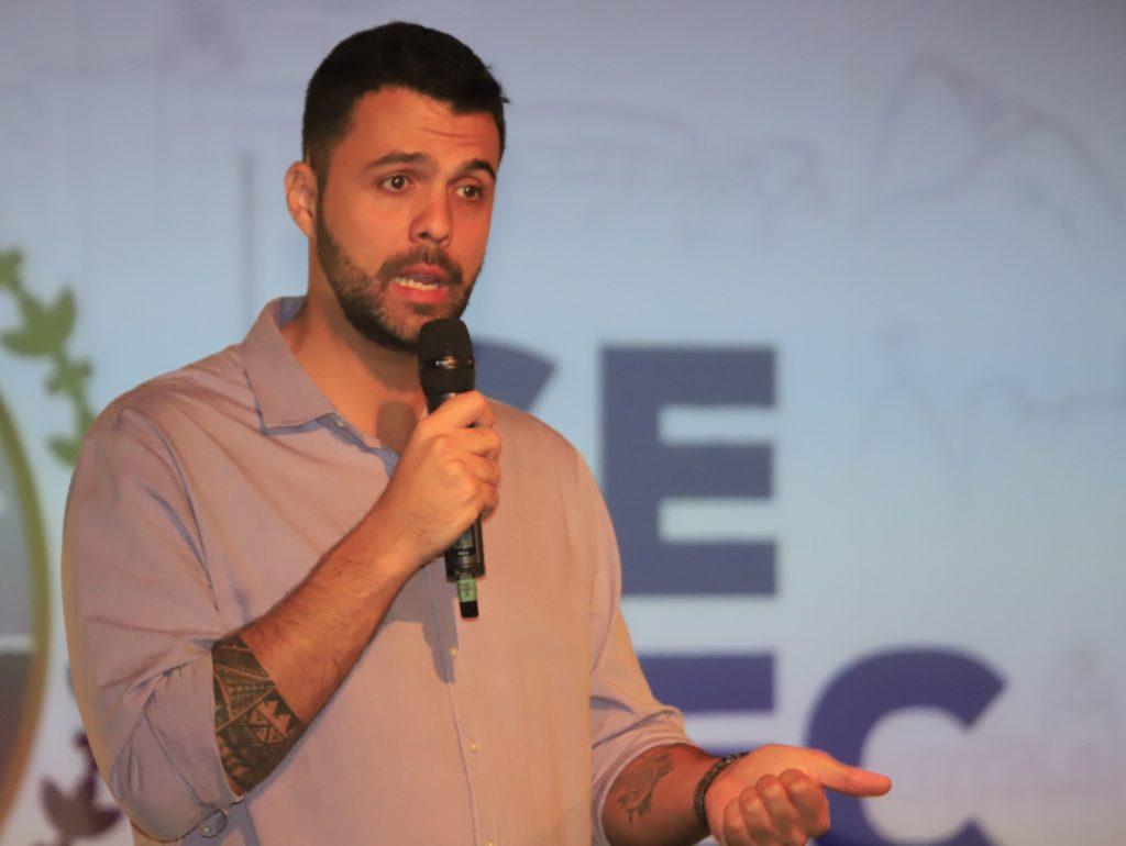 Ruan palestra no evento Agulhas Negras