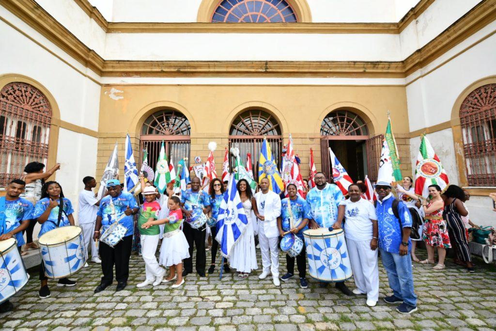 Porta Bandeira Mestre Sala Casa França-Brasil